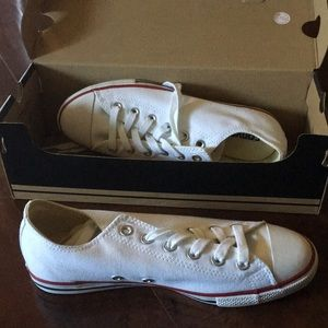 White low top canvas converse